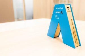 Trofeo entregado a Alba por ganar el premio de Madrid